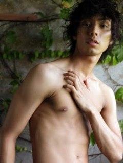 Hiro goes nude